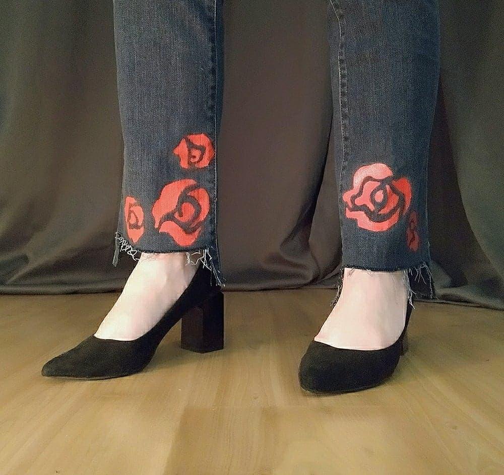 peinture sur tissu tutoriel peinture roses sur un jean
